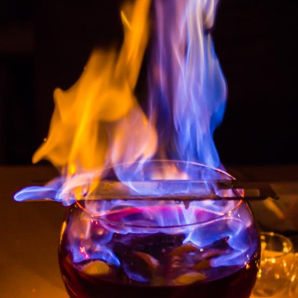 Die Feuerzangenbowle ist das alljährliche Dankeschön des Fördervereins.