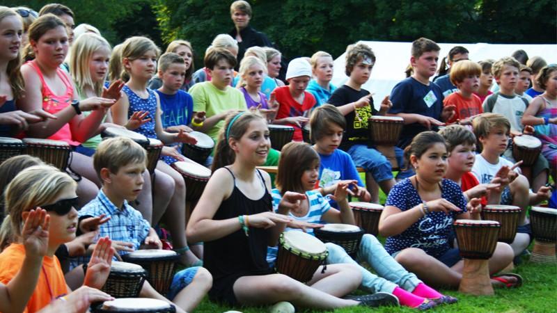 Trommelworkshop auf dem Burgfest